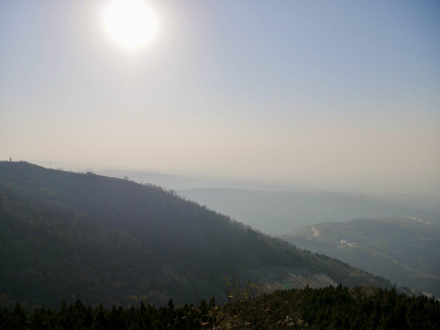 Les montagnes autour du site de Huaqing Chi