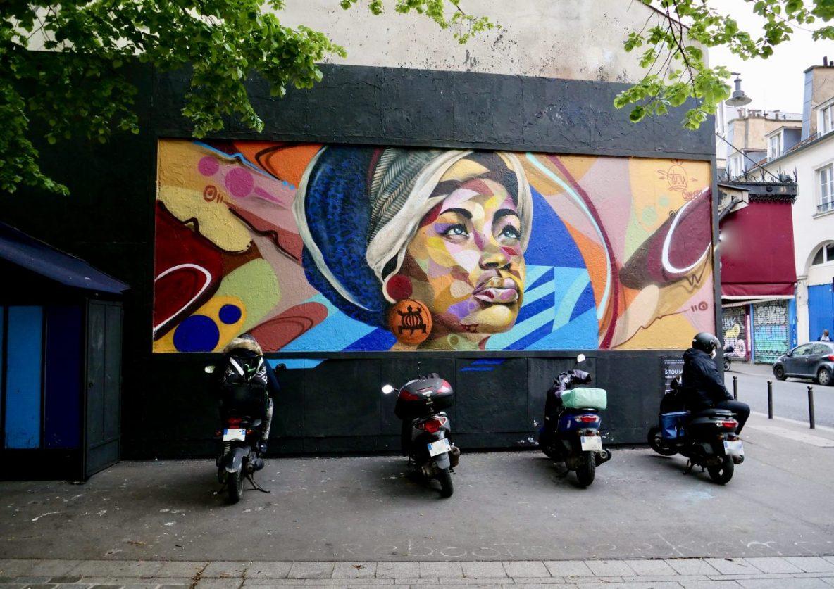 Quelques scooters stationnés dans le XI ème arrondissement de Paris