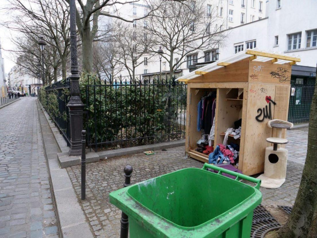Une cabane à dons dans le 11 ème arrondissement de Paris