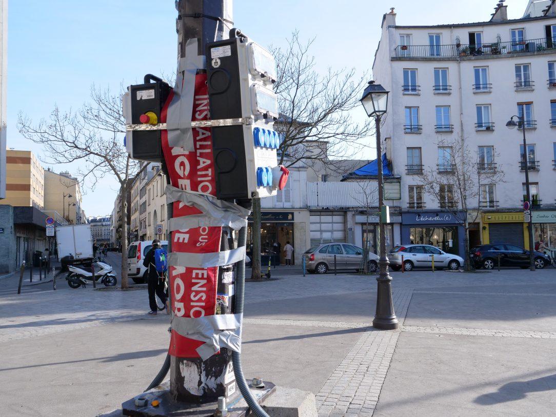 Une installation électrique sur la place d'Aligre dans le 12 ème arrondissement