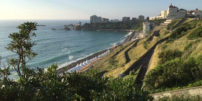 Une vue sur Biarritz depuis le spot des 100 marches