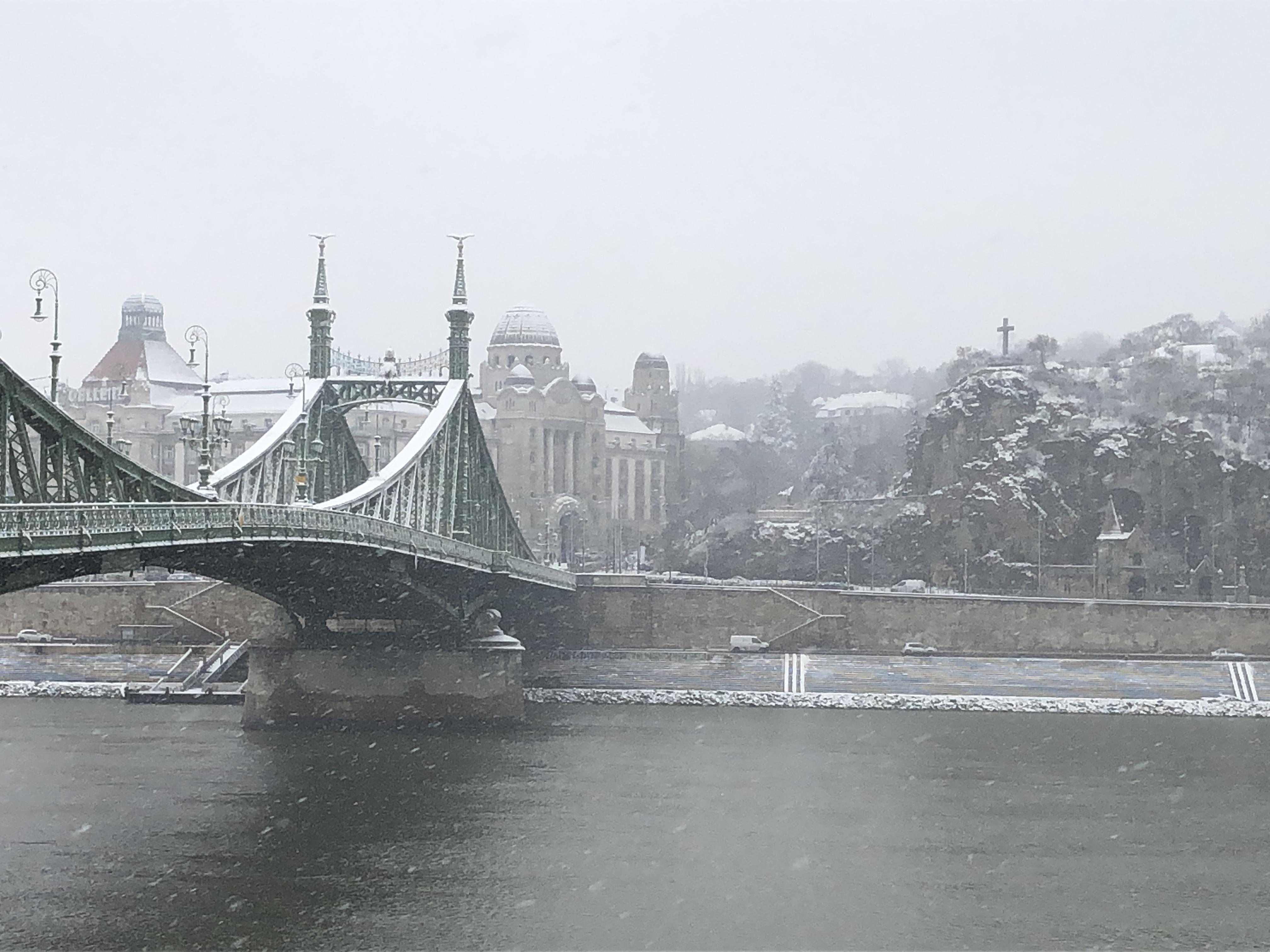 Budapest sous la neige au début du mois de décembre