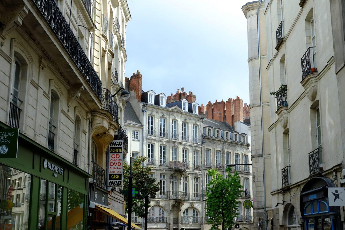 Dans les rues d'un quartier historique de Nantes