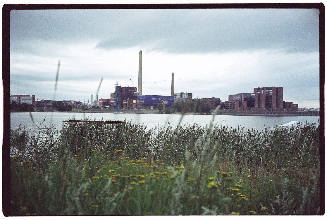 Helsinki et ses usines sur le bord du Golfe de Finlande