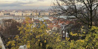 La vue depuis les hauteurs de Buda sur le Danube