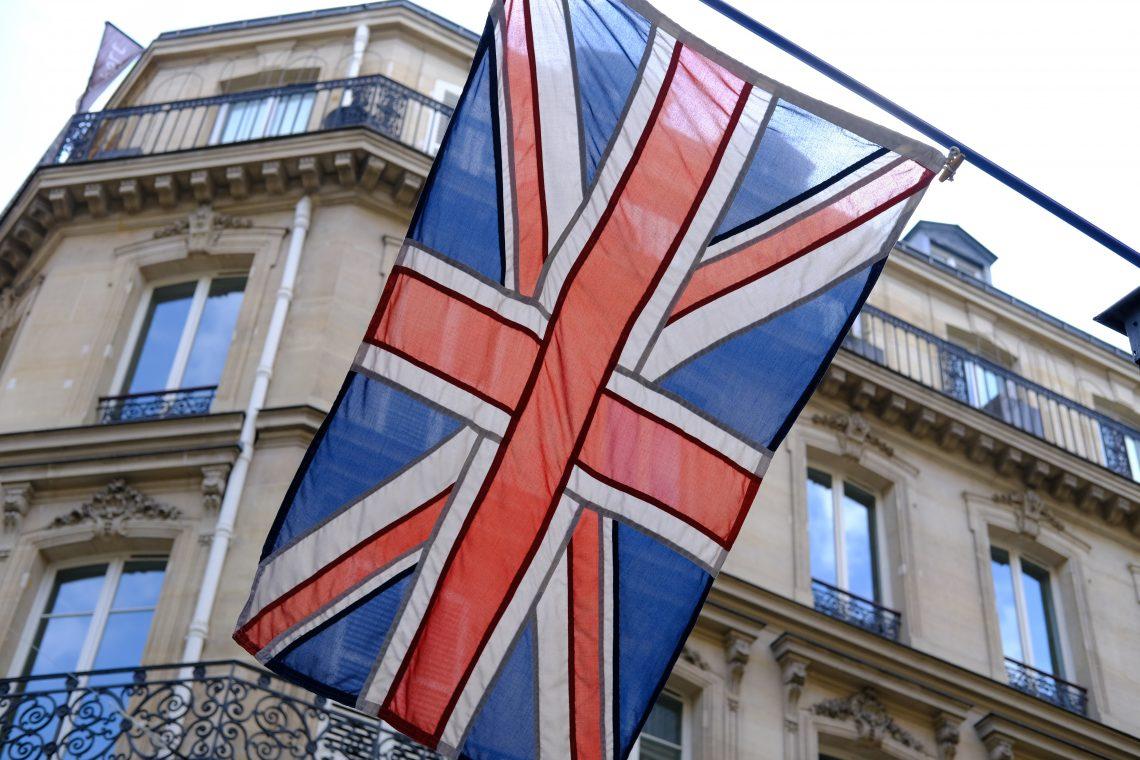 Le drapeau britannique dans les rues de Paris