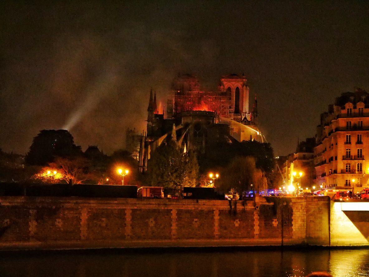 Le mystérieux incendie de Notre Dame de Paris dans la nuit du 15 au 16 avril 2019