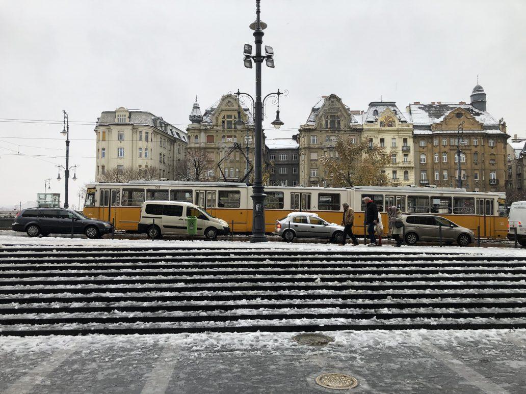 Le tramway jaune et blanc de Budapest