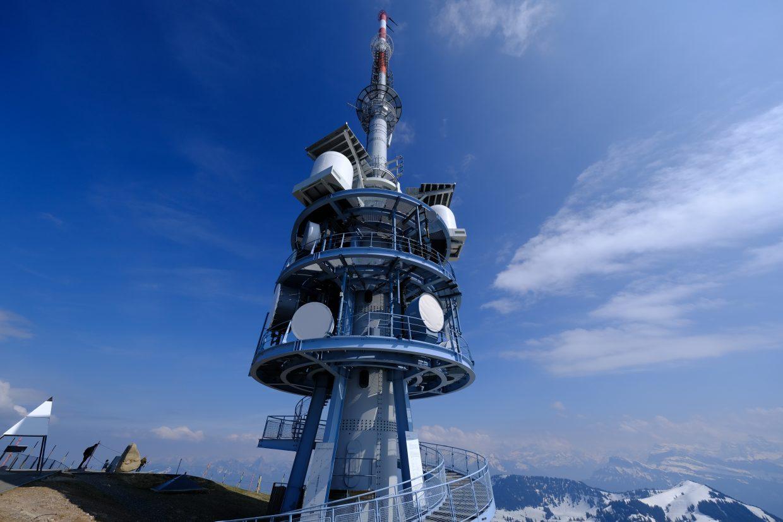 L'immense antenne du mont Rigi 1300 mètres au-dessus de Vitznau