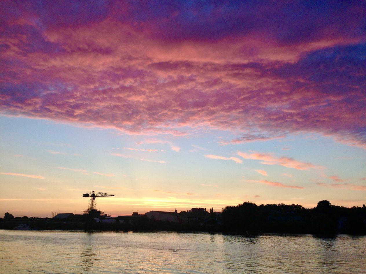 Un joli coucher de soleil sur la ville de Nantes