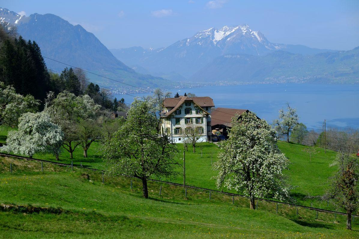 Une maison du village de Vollingen sur les bords du lac