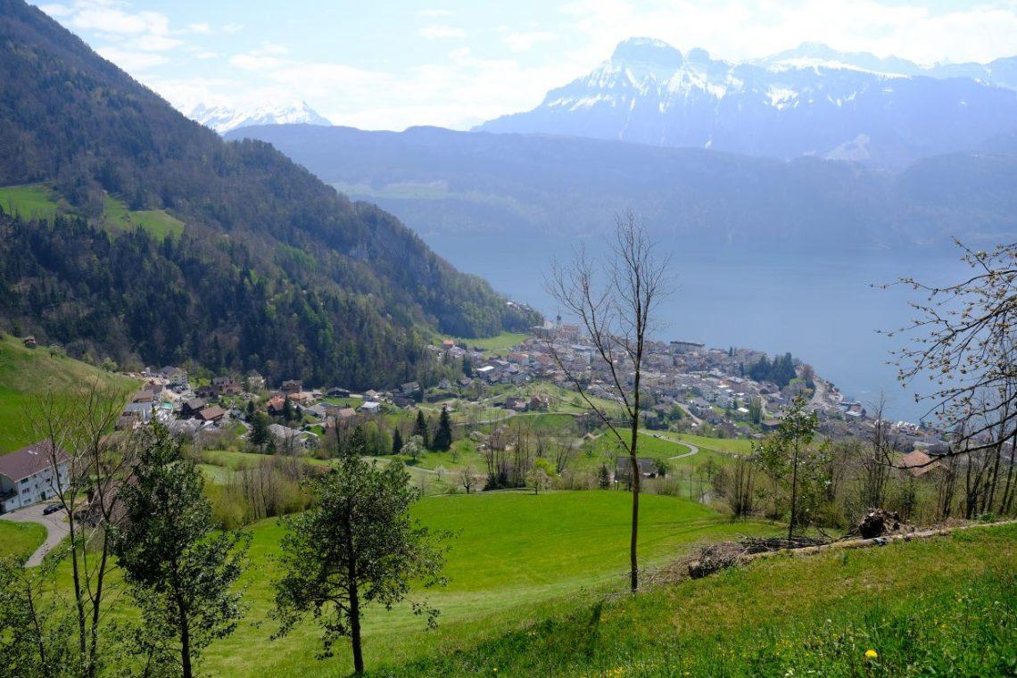 Une vue sur Gersau et le lac des Quatre Cantons