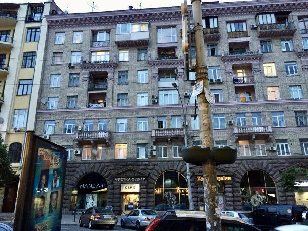 Dans le centre ville de Kiev une ville et un pays russophone