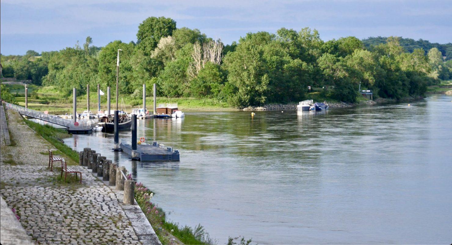 Le petit port d'Ancenis et la Loire
