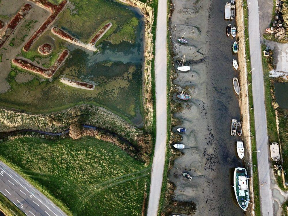 Le petit port de Kercabellec à marée basse