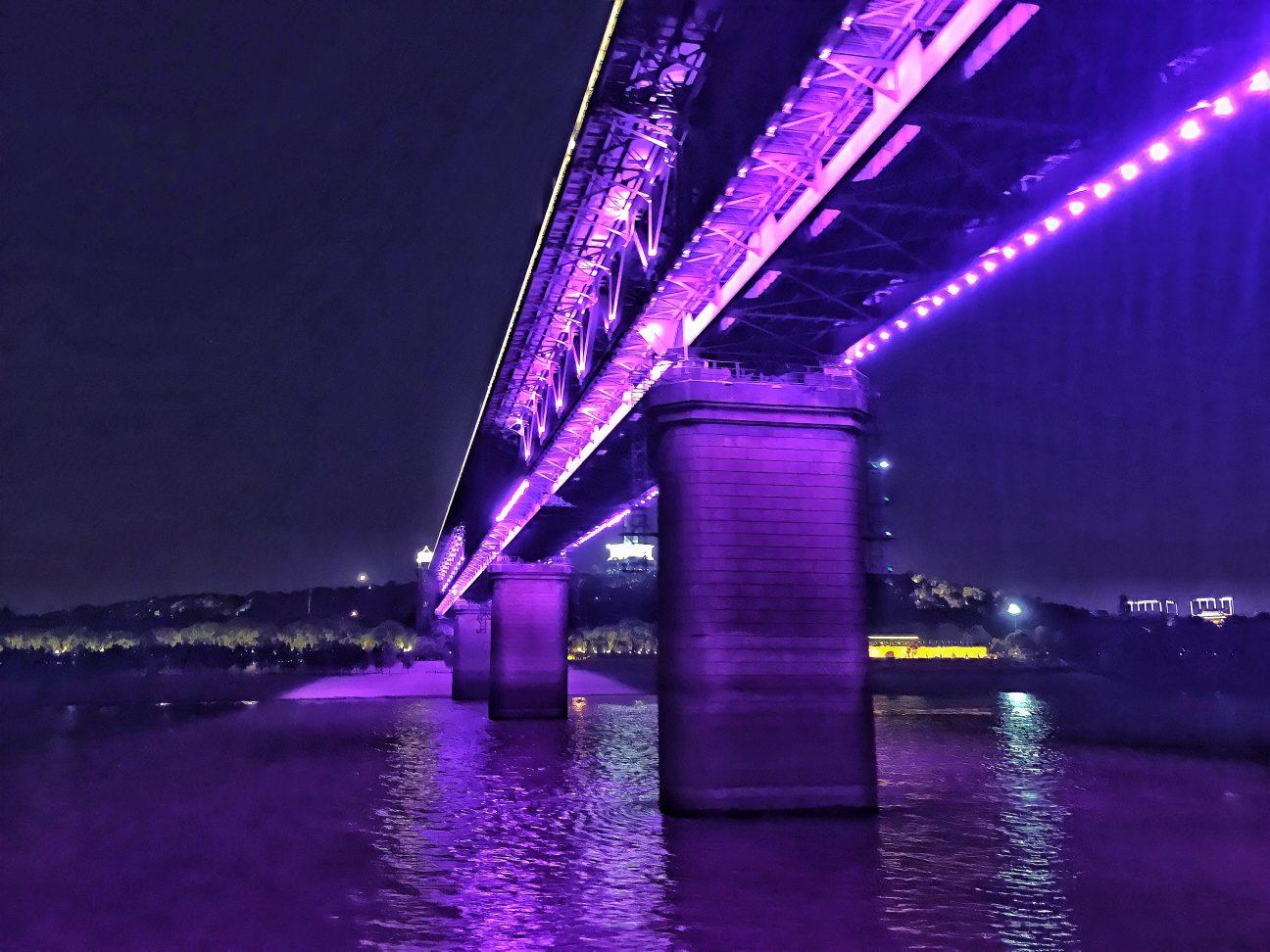 Le premier pont de Wuhan la nuit