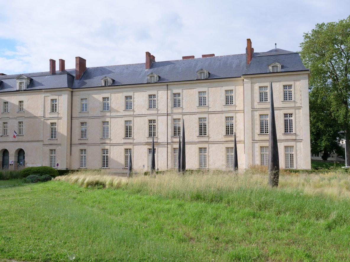 Un ancien couvent reconverti en bâtiment administratif