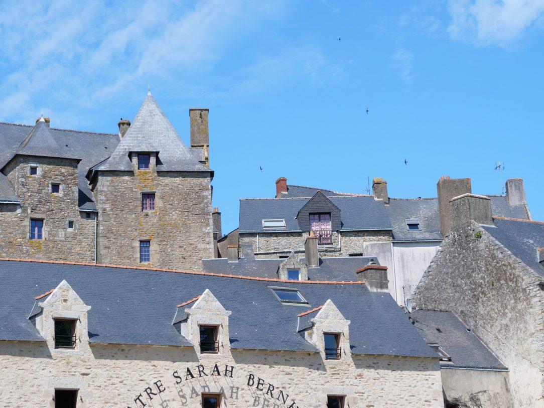 Une vue sur les toits de la Roche-Bernard