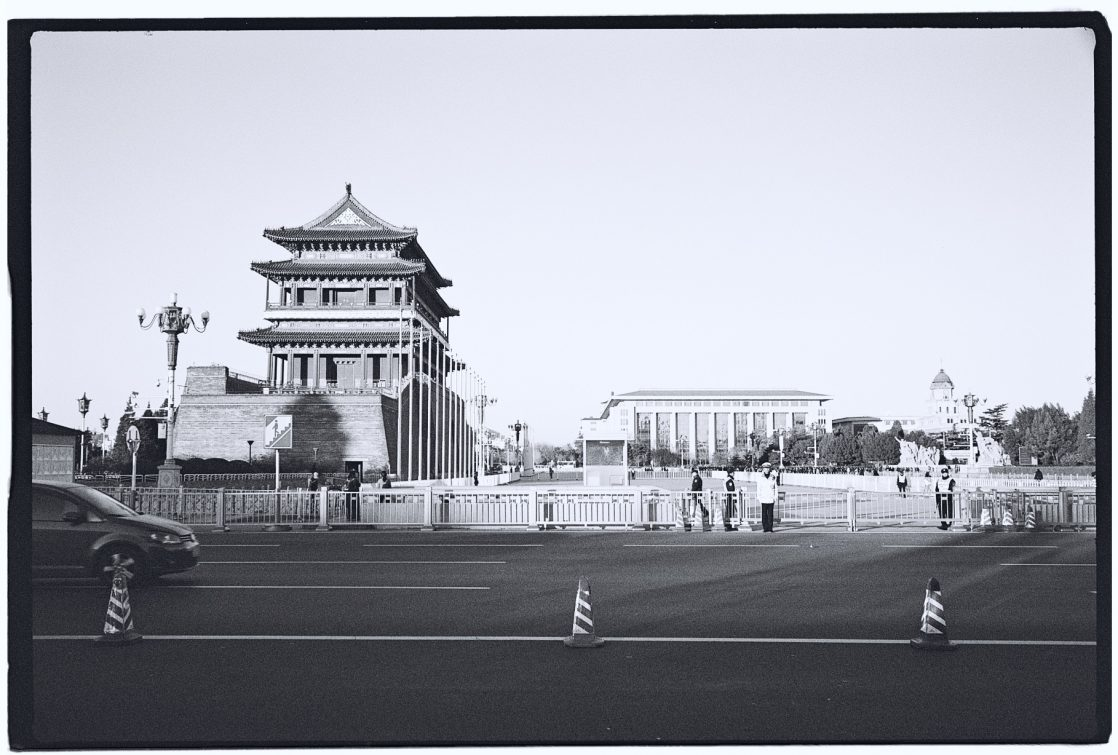 Zhengyangmen et le mausolé de Mao Zedong sur la place Tian'anmen