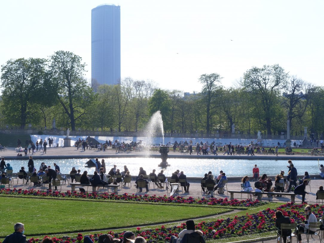 le jardin du Luxembourg et la tour Montparnasse