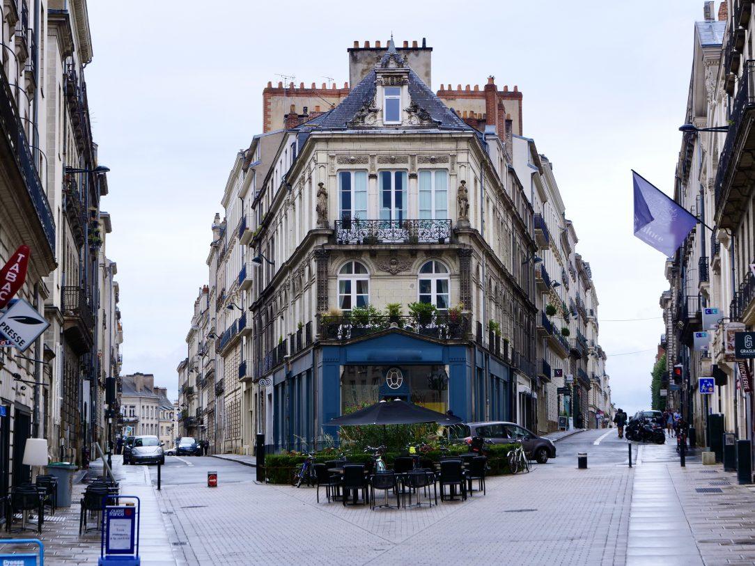 A l'angle de la rue Voltaire et de la rue Gresset