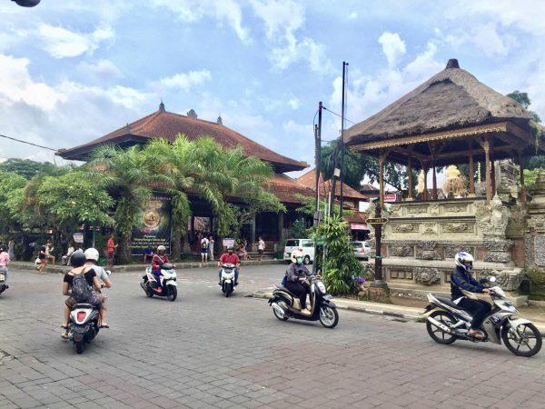 Dans les rues de Bali en Indonésie
