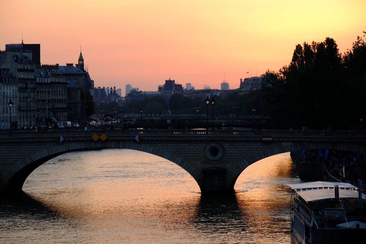 La vue depuis le pont Marie entre le quai des Célestins et le quai d'Anjou