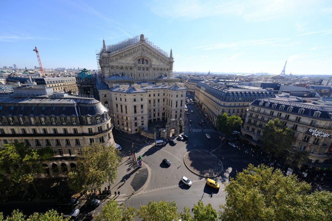 La vue imprenable sur le Palais Garnier et Paris depuis la terrasse des Galeries Lafayette