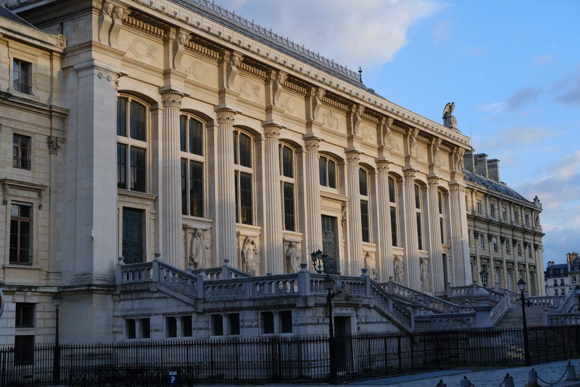 L'imposant Palais de Justice de Paris