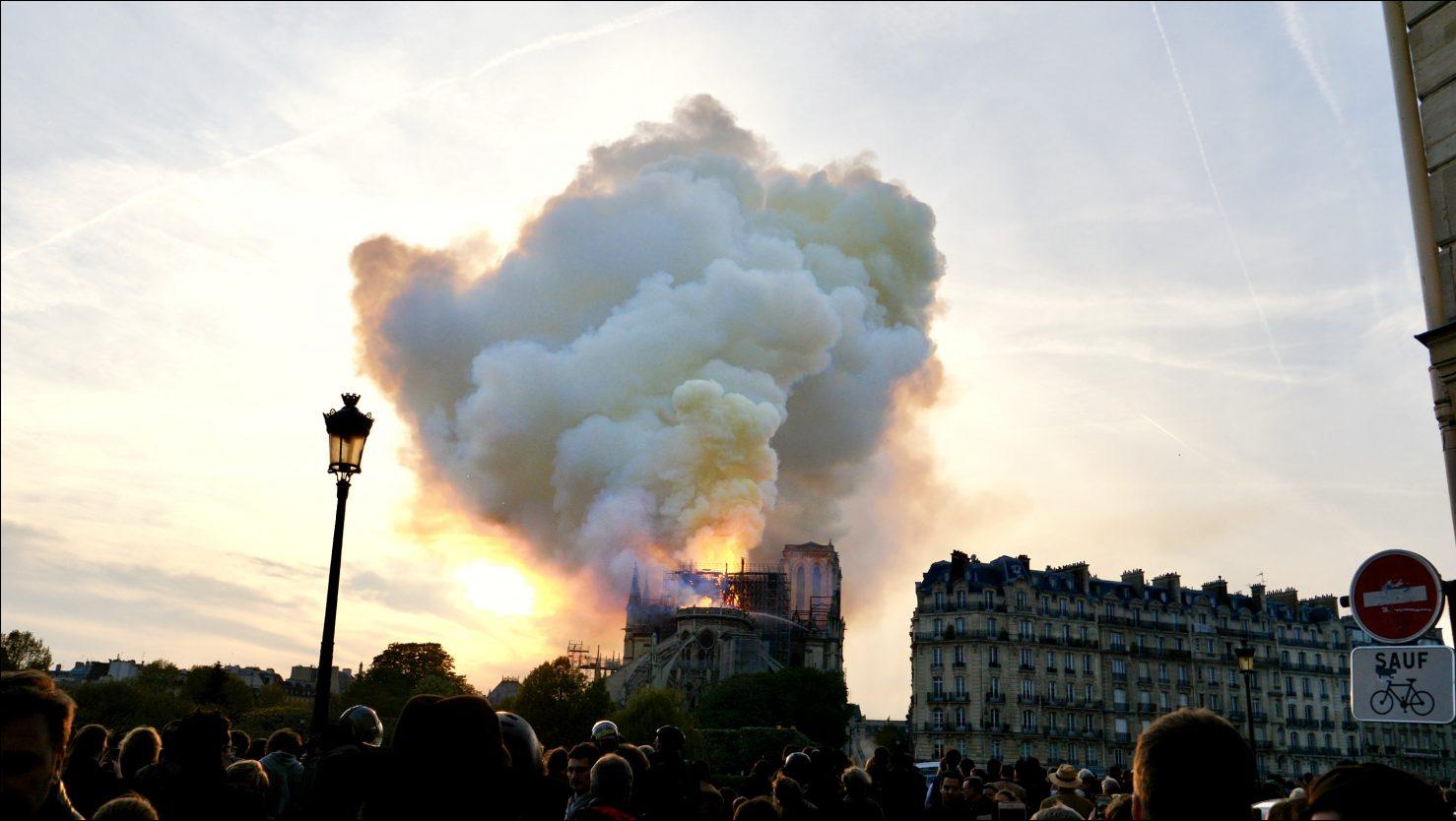 Notre Dame de Paris le jour de son incendie le lundi 19 avril 2019 © Yann Vernerie