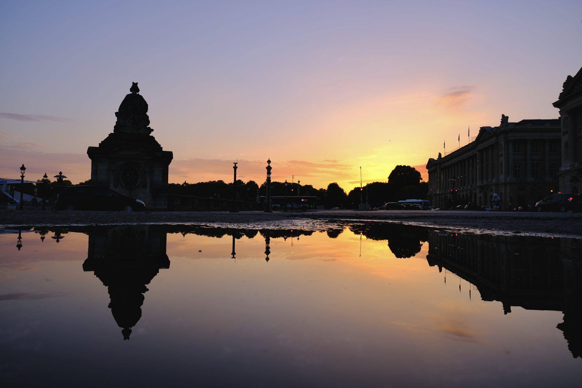 Un coucher de soleil sur la place de la Concorde