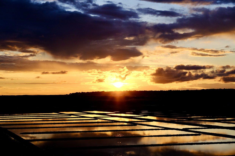 Un jeu de lumières formidables dans les marais salants de Guérande
