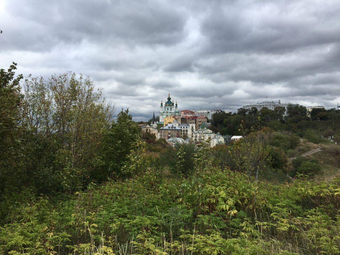 Une superbe vue depuis la colline de Podil