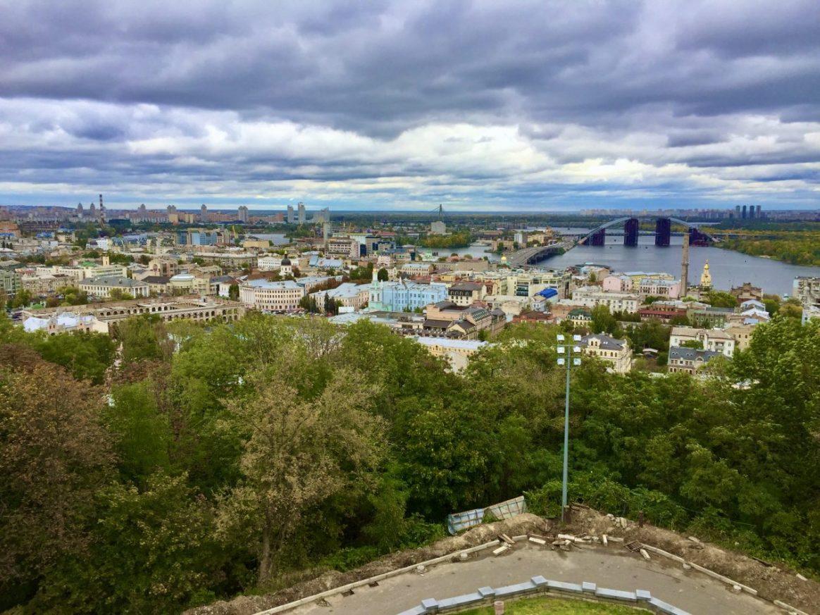 Une vue sur la ville de Kiev depuis les hauteurs