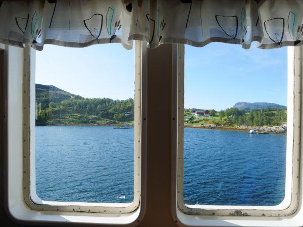 A bord d'un ferry norvégien un peu kitsch en direction de la ville de Levang