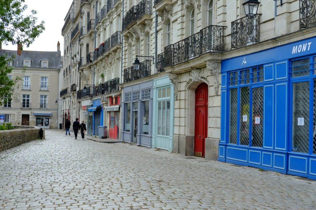 La rue Premion face au château et au sud du quartier de la cathédrale