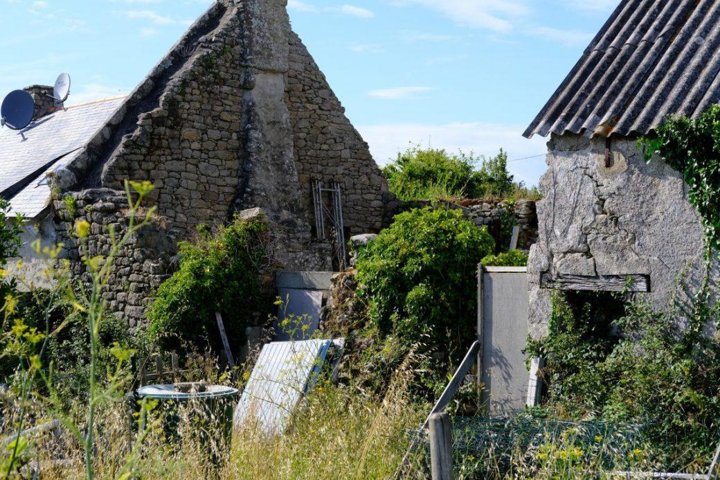 Les vieilles pierres du village de Clis