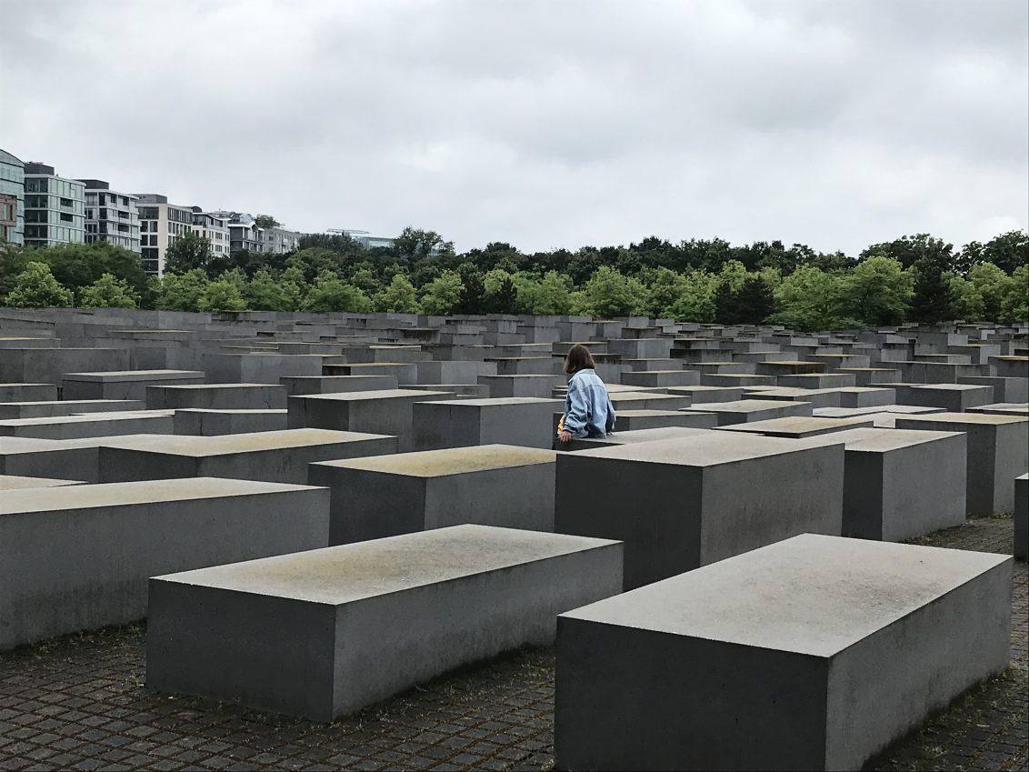 Un zoom sur les stèles du Mémorial aux Juifs assassinés d'Europe, crédits photos:  Sokha Keo