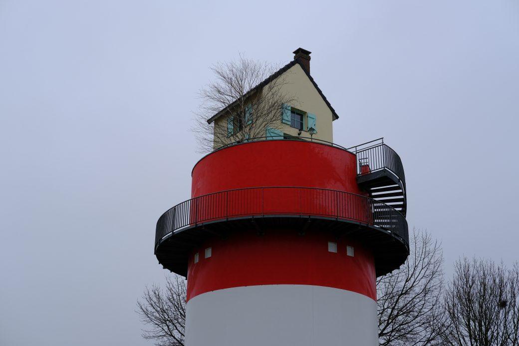 Une tour surmontée d'une maison sur les bords de Loire à Cordemais