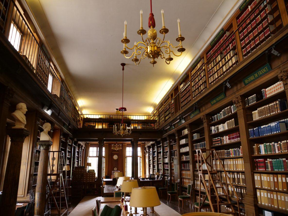 La bibliothèque de l'institut, le lieu de travail des académiciens