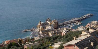 La petite ville de Camogli en Ligurie sur le bord de la mer Méditerranée