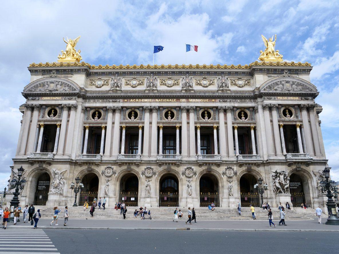 La splendide façade de l'Opéra Garnier en plein jour