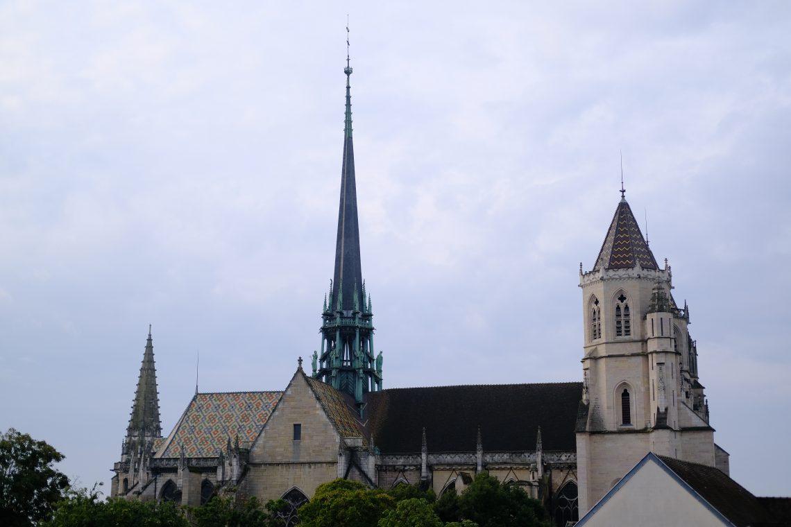 La tour et le clocher de la cathédrale Sainte-Bénigne