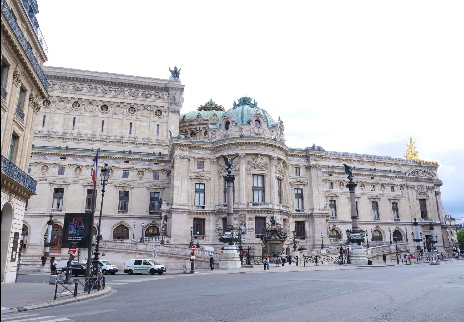 Le Palais Garnier vue depuis la rue Auber