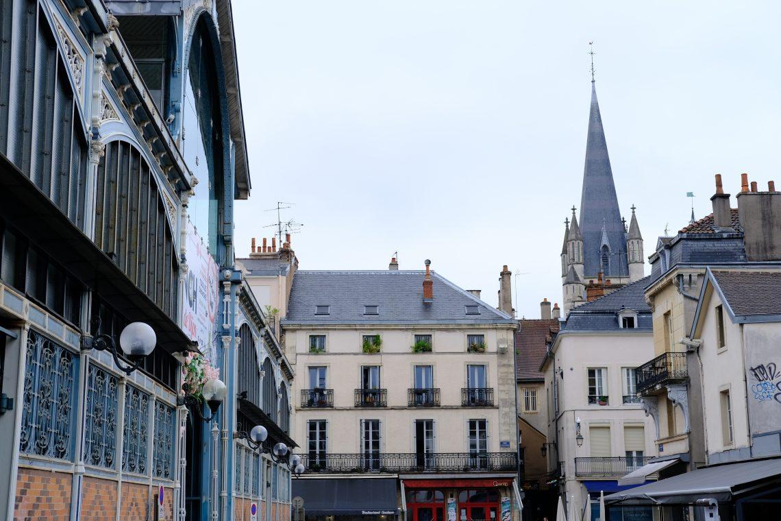 Le clocher de l'église Notre Dame de Dijon