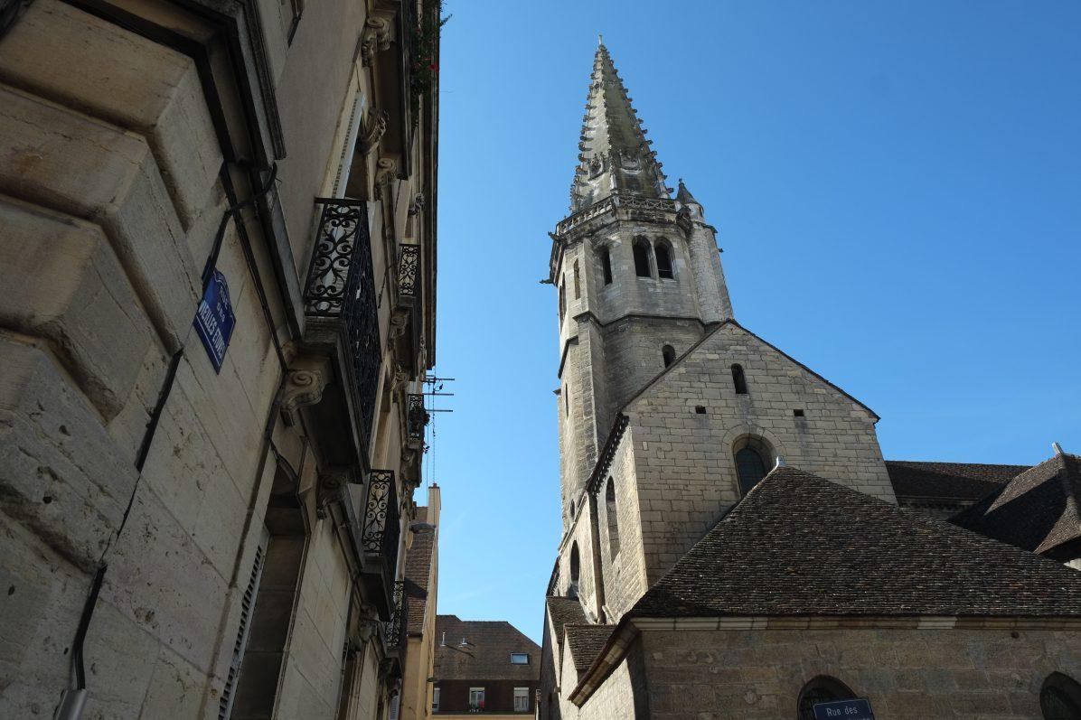 Le clocher de l'église Saint-Philibert, le seul édifice religieux d'art roman de Dijon