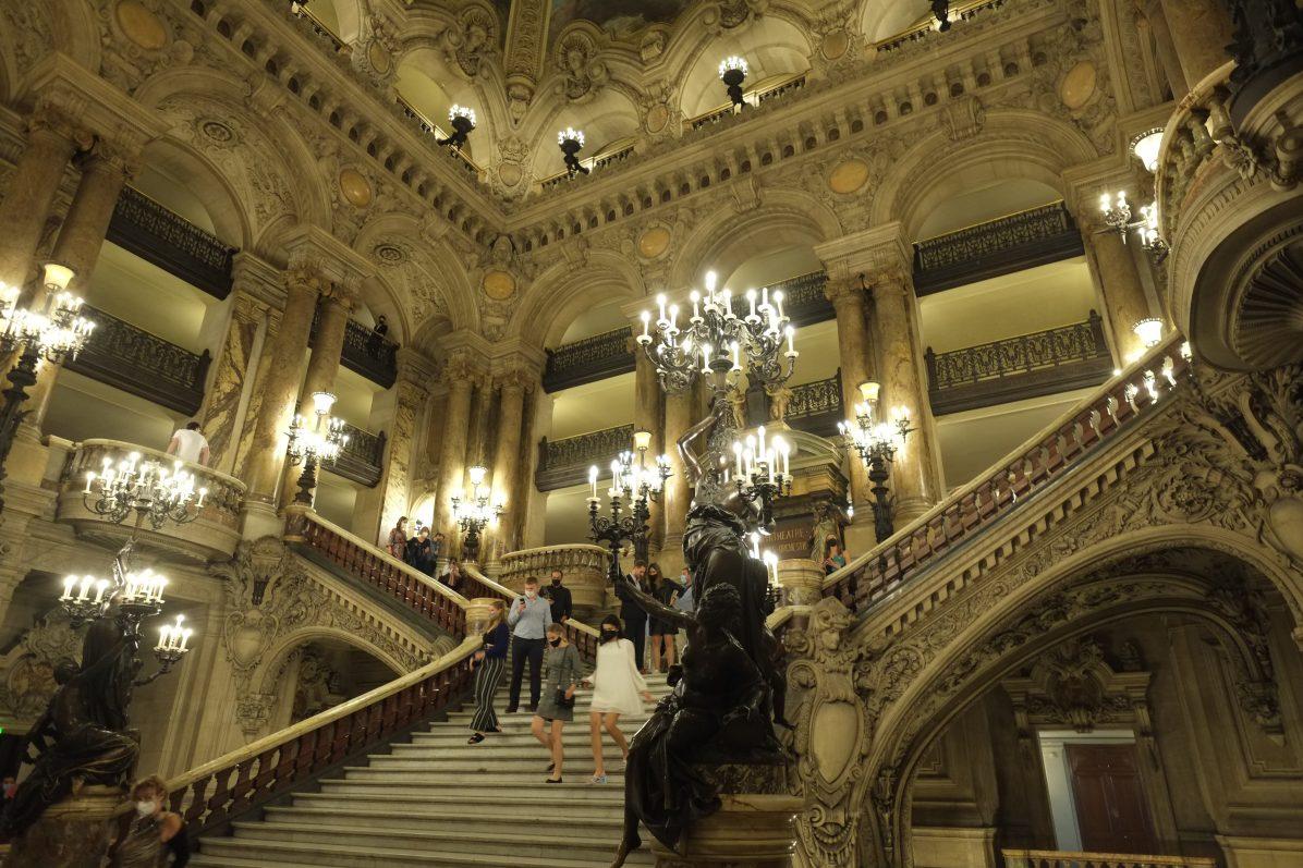 Le grand escalier de l'Opéra de Paris
