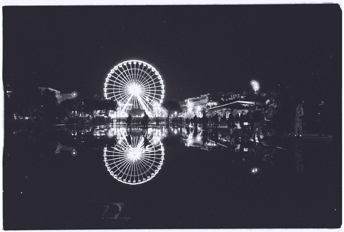 Le miroir d'eau et la grande roue un soir de décembre