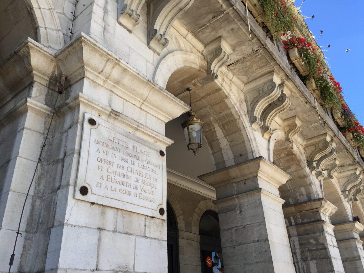 Les arches du théâtre de Bayonne