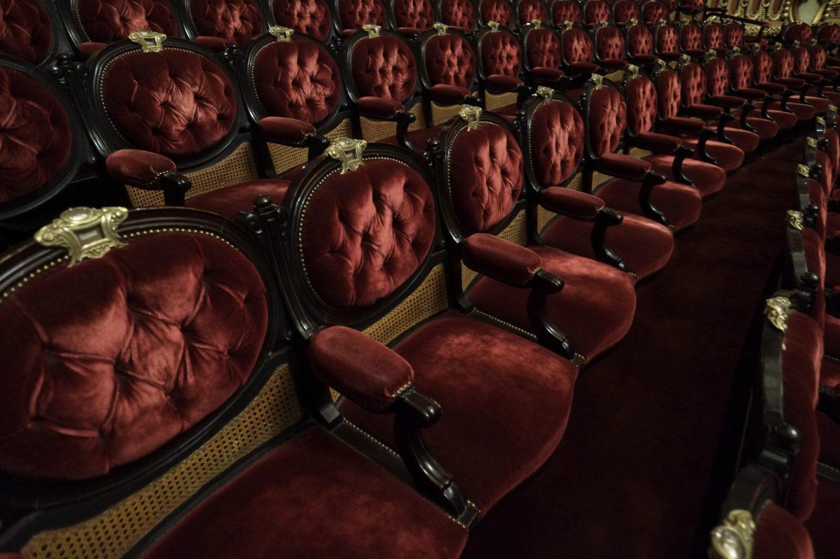 Les fauteuils au niveau du balcon de l'Opéra Garnier